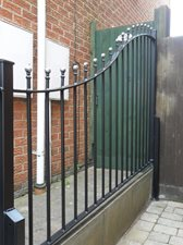 Ball top Victorian railings with curve